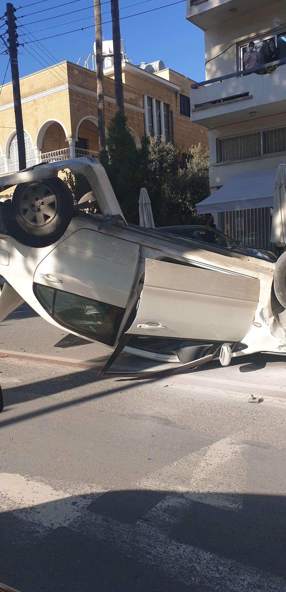 Lefkoşa'da 3 araç kaza yaptı...2 yaralı galerisi resim 1