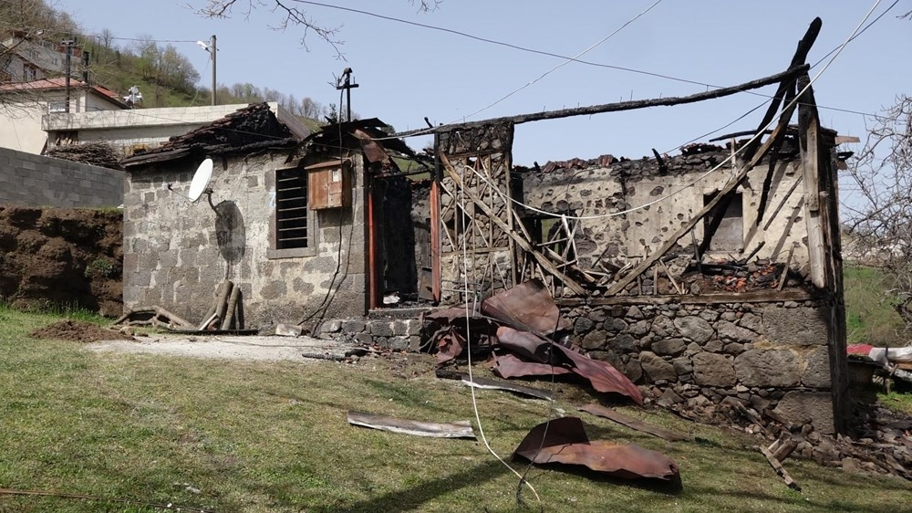 Babasını yanan evde sanan kadın, kalp krizinden öldü galerisi resim 1