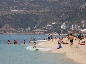 Alanya'da hava sıcaklığı 24 derece! Plajlar doldu