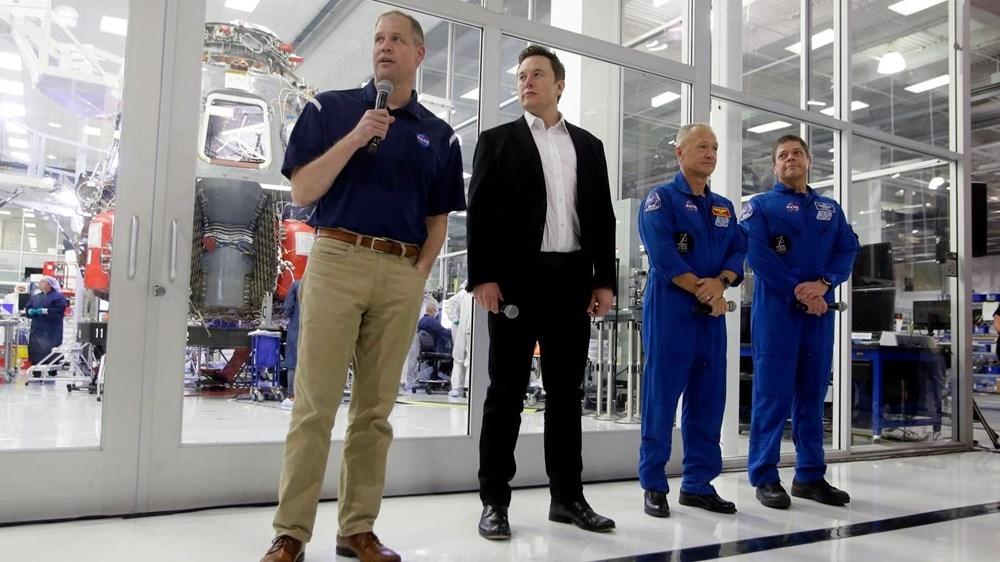 NASA, Ay'a gidecek insanlı kapsülün inşası için Elon Musk'ı se galerisi resim 1