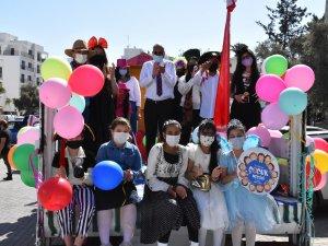 Girne Belediyesi 23 Nisan'da Neşe Dağıttı