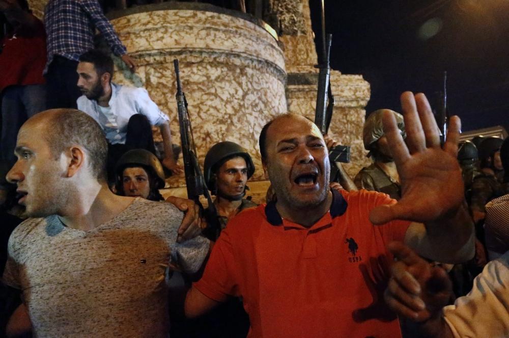 Darbe girişiminde Taksim'den fotoğraflar galerisi resim 1