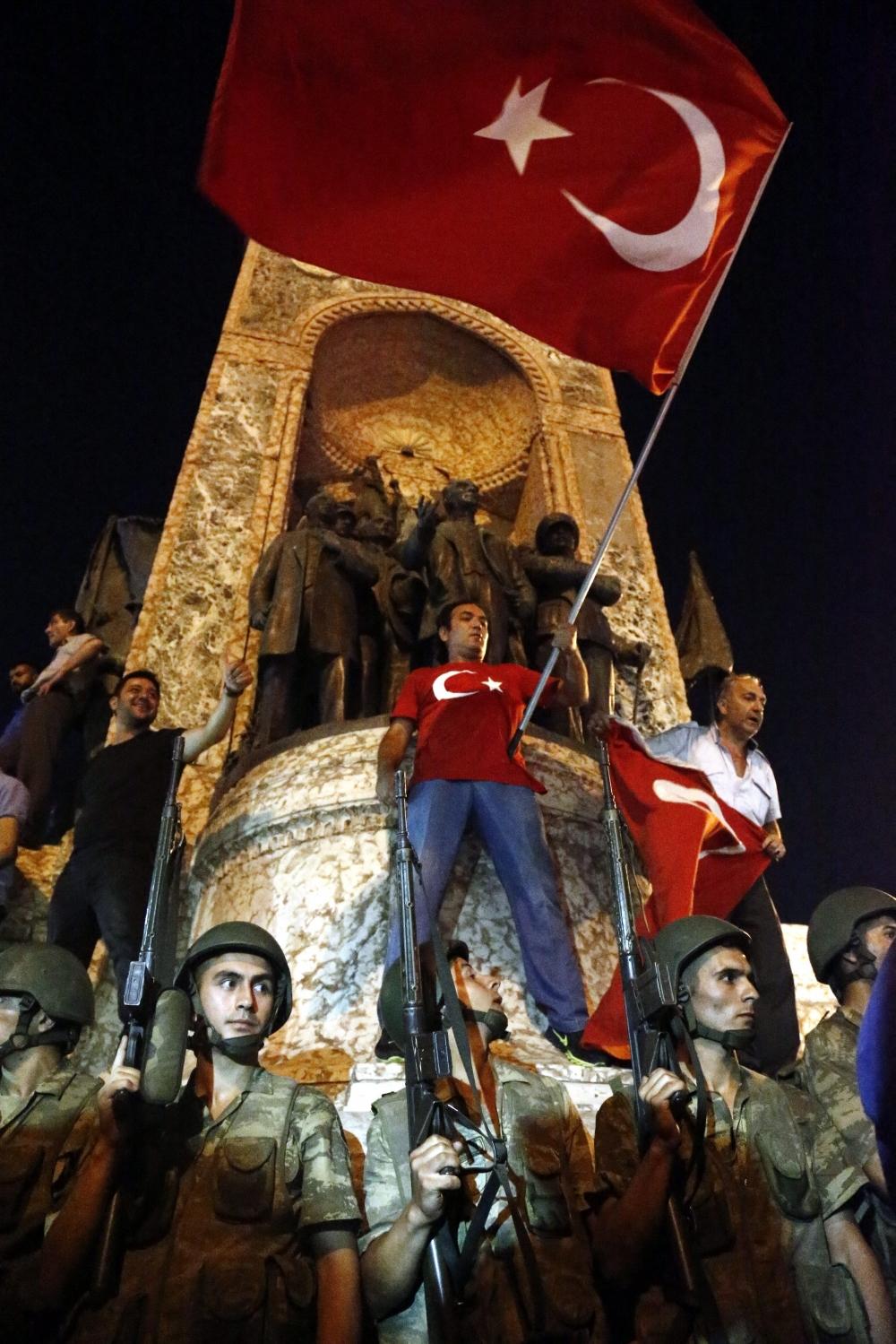 Darbe girişiminde Taksim'den fotoğraflar galerisi resim 2