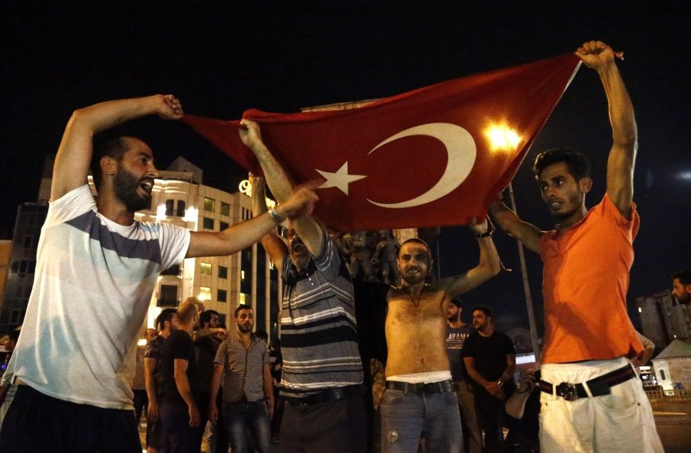 Darbe girişiminde Taksim'den fotoğraflar galerisi resim 3