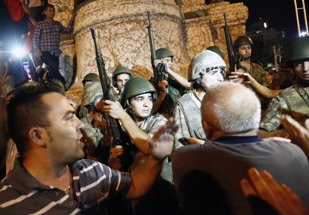 Darbe girişiminde Taksim'den fotoğraflar galerisi resim 6