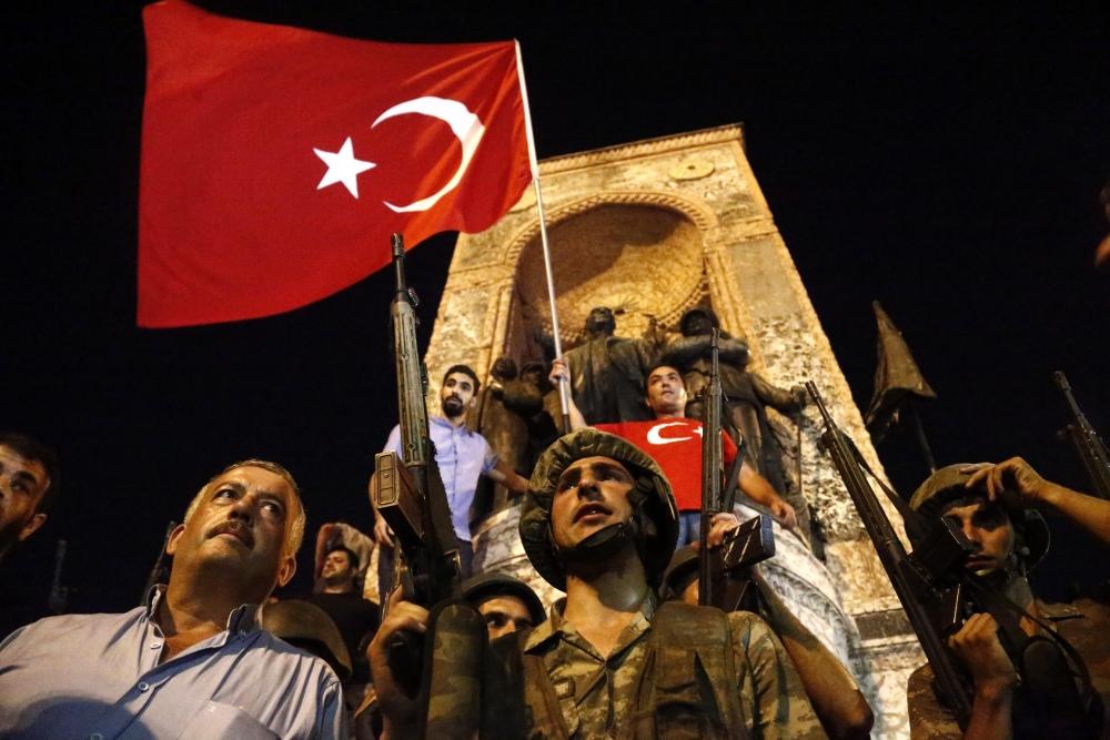 Darbe girişiminde Taksim'den fotoğraflar galerisi resim 7