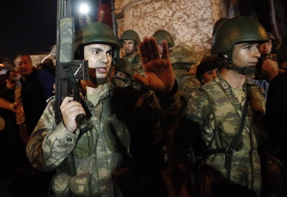 Darbe girişiminde Taksim'den fotoğraflar galerisi resim 9