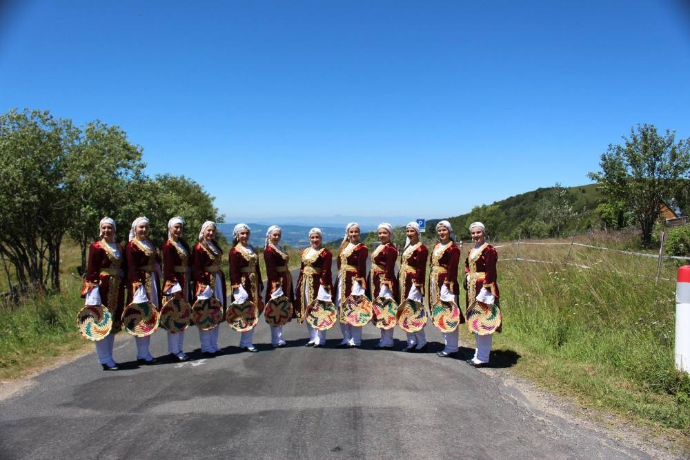 Pergamalı folklor ekibinden Fransa çıkarması! galerisi resim 25