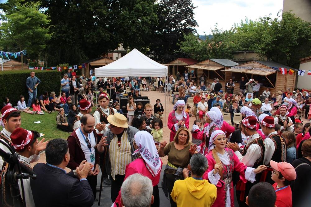 Pergamalı folklor ekibinden Fransa çıkarması! galerisi resim 33