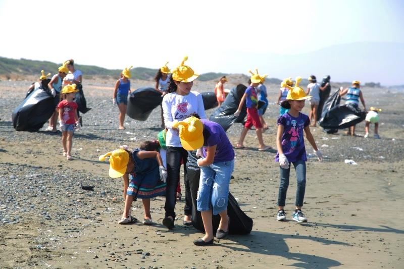 Kuzey Kıbrıs Turkcell'in sahil temizlik etkinliği yapıldı galerisi resim 1