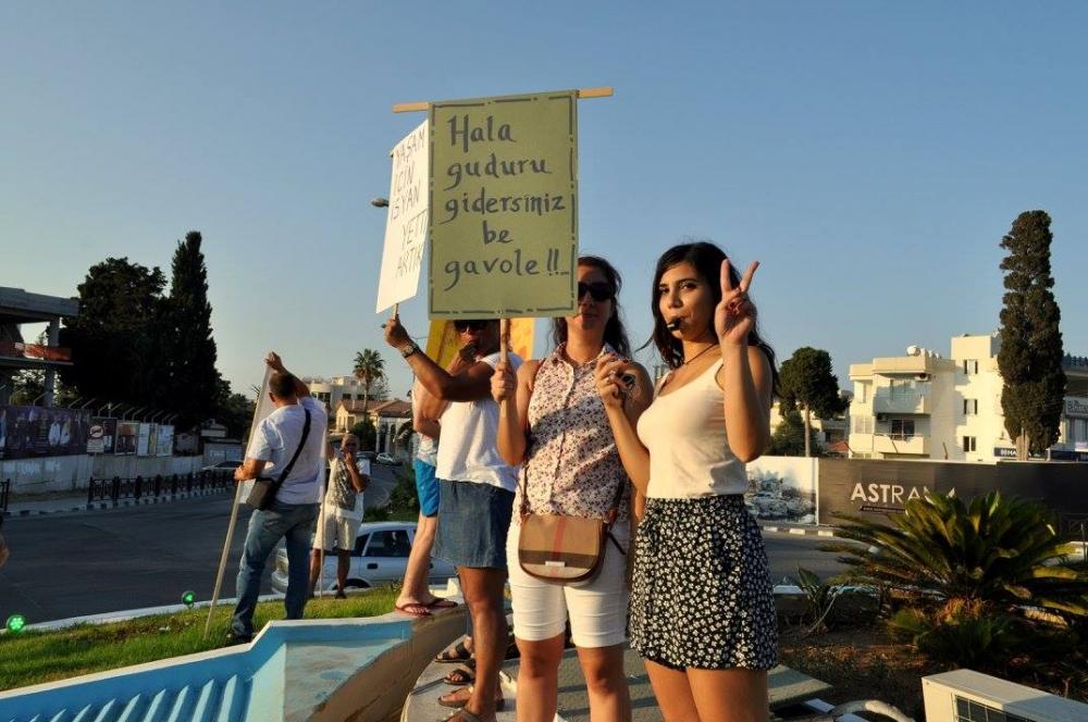 Girne'de Emirname Eyleminden Yaratıcı Pankartlar galerisi resim 2