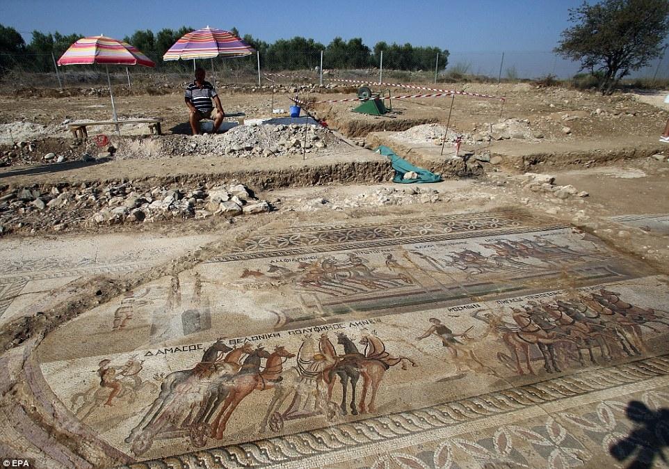 Kıbrıs'ta 1700 yıllık hipodrom bulundu! galerisi resim 2