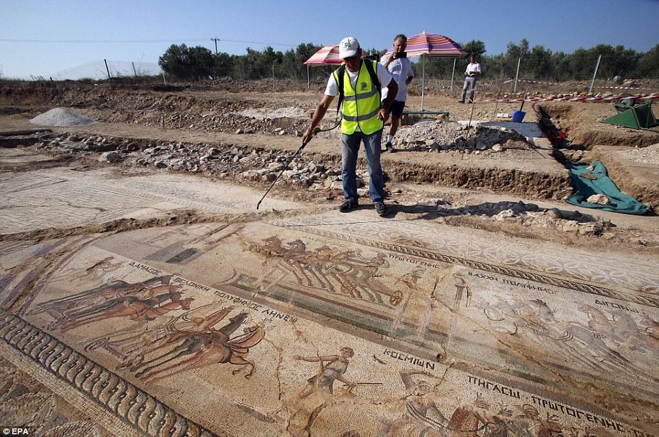 Kıbrıs'ta 1700 yıllık hipodrom bulundu! galerisi resim 3
