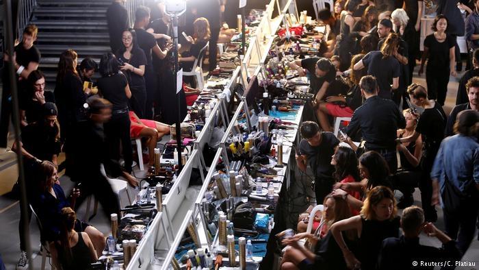 Paris Moda haftası: Siyah dantel ve derinin birleşimi galerisi resim 10