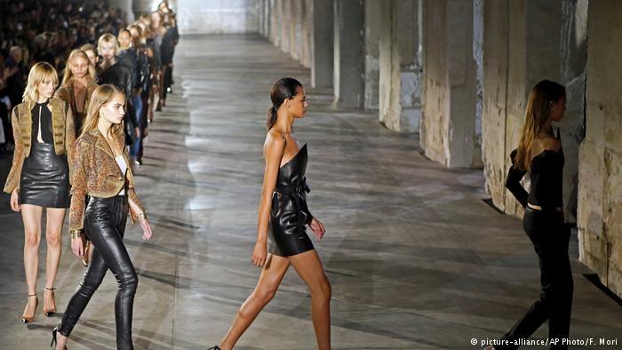 Paris Moda haftası: Siyah dantel ve derinin birleşimi galerisi resim 3