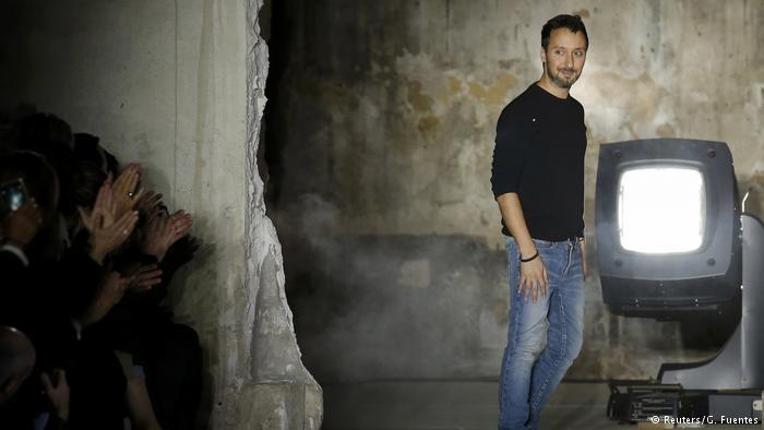 Paris Moda haftası: Siyah dantel ve derinin birleşimi galerisi resim 4