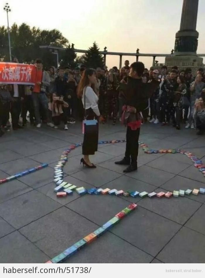 Sevgilisine 999 prezervatifle evlenme teklifi eden genç! galerisi resim 2