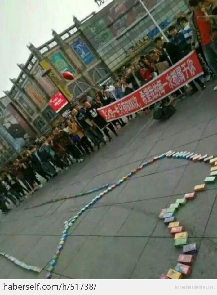 Sevgilisine 999 prezervatifle evlenme teklifi eden genç! galerisi resim 3