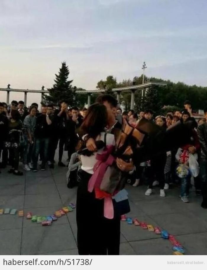 Sevgilisine 999 prezervatifle evlenme teklifi eden genç! galerisi resim 4