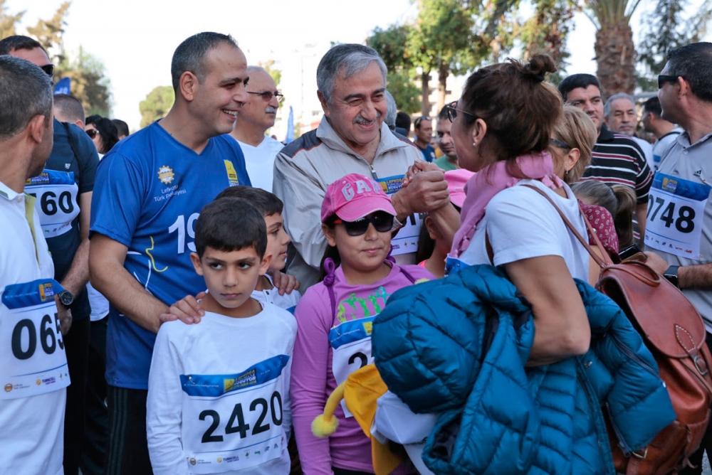 İşte Lefkoşa Maratonu'ndan eğlenceli görüntüler! galerisi resim 17