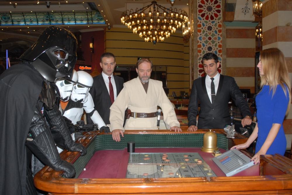 Star Wars karakterleri KKTC'ye gelip kumar oynadı galerisi resim 2