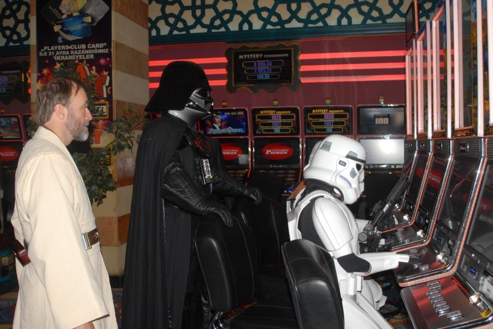 Star Wars karakterleri KKTC'ye gelip kumar oynadı galerisi resim 6
