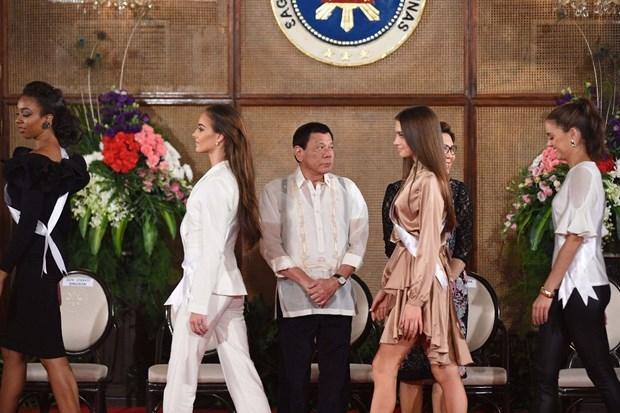 Kainat Güzeli adayları Filipinler sarayında! galerisi resim 6