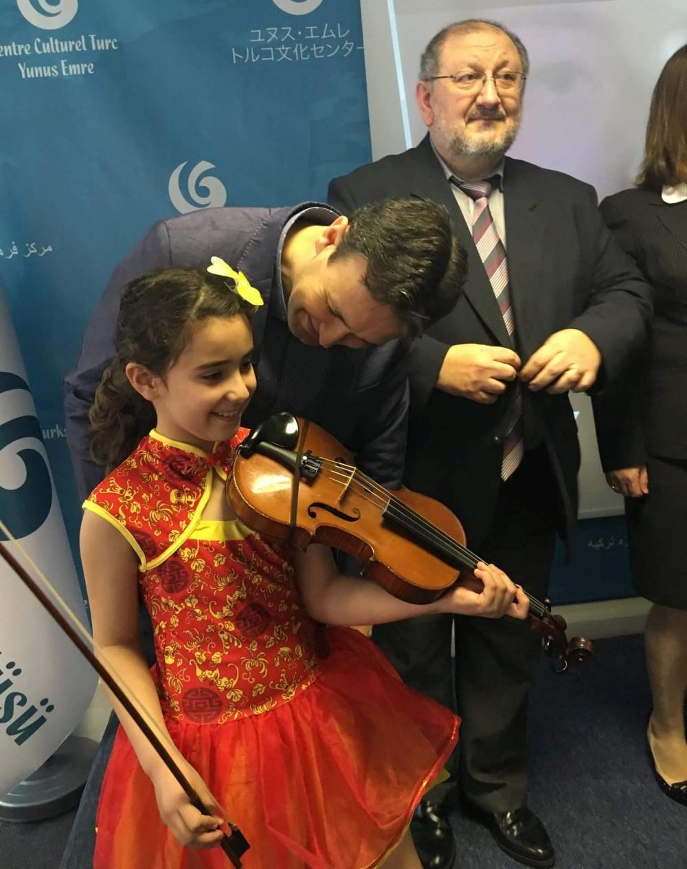 Londra  Türk Dili ve  Kültürü Okulları arasında ilk defa düzenlenen  Şii galerisi resim 14