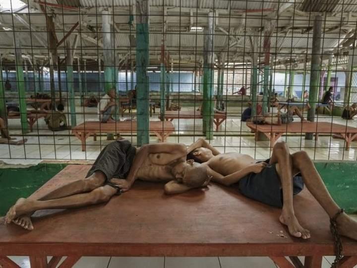 Endonezya'da insanlıktan utandıran görüntüler! galerisi resim 1