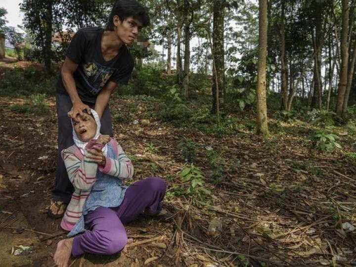 Endonezya'da insanlıktan utandıran görüntüler! galerisi resim 11