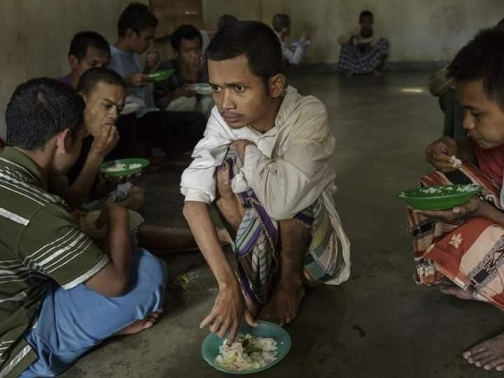 Endonezya'da insanlıktan utandıran görüntüler! galerisi resim 15