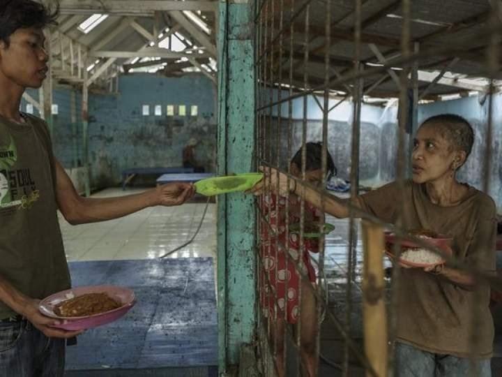 Endonezya'da insanlıktan utandıran görüntüler! galerisi resim 8