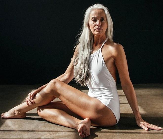 Görenlerin nefesini kesen 60 yaşındaki modelden 20 kare galerisi resim 13