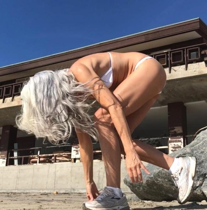 Görenlerin nefesini kesen 60 yaşındaki modelden 20 kare galerisi resim 19