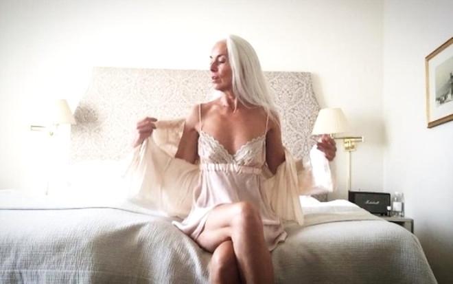 Görenlerin nefesini kesen 60 yaşındaki modelden 20 kare galerisi resim 3