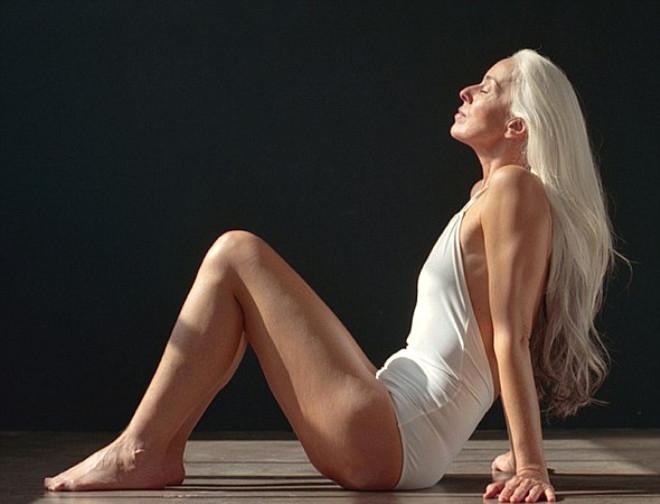 Görenlerin nefesini kesen 60 yaşındaki modelden 20 kare galerisi resim 5