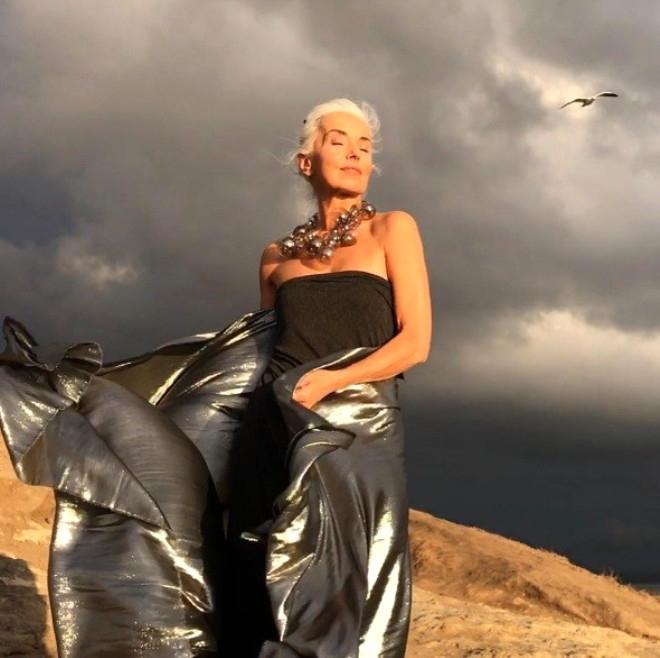 Görenlerin nefesini kesen 60 yaşındaki modelden 20 kare galerisi resim 6