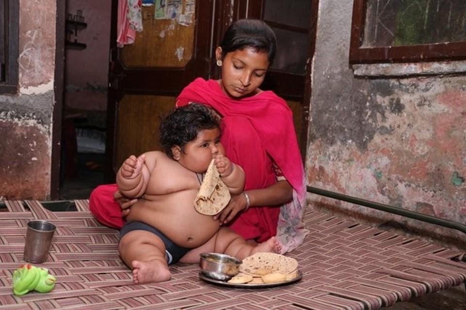 Görenler şaşırıyor, 8 aylık Chahat Kumar bebek 17 kilo! galerisi resim 3