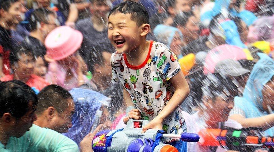 Çin'de su atma festivali galerisi resim 1