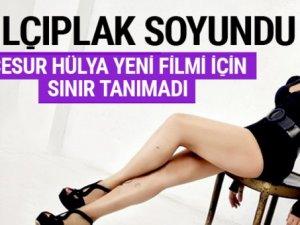 Hülya Avşar yeni filmi için çırılçıplak soyundu!