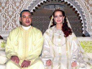 Tesettürsüz prenses saraydan kaçtı? Kral gay mi?..