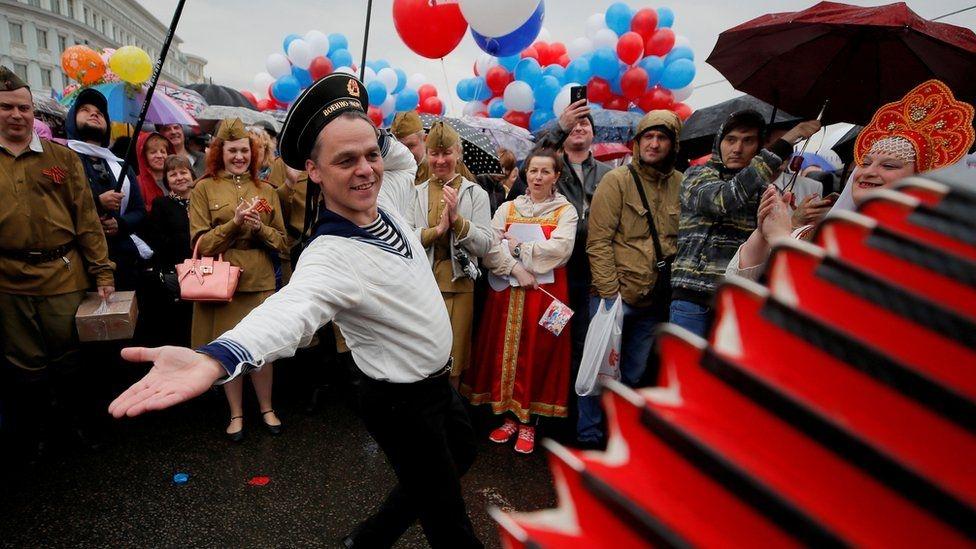 Fotoğraflarla: Dünyada işçiler 1 Mayıs'ı nasıl kutladı? galerisi resim 2