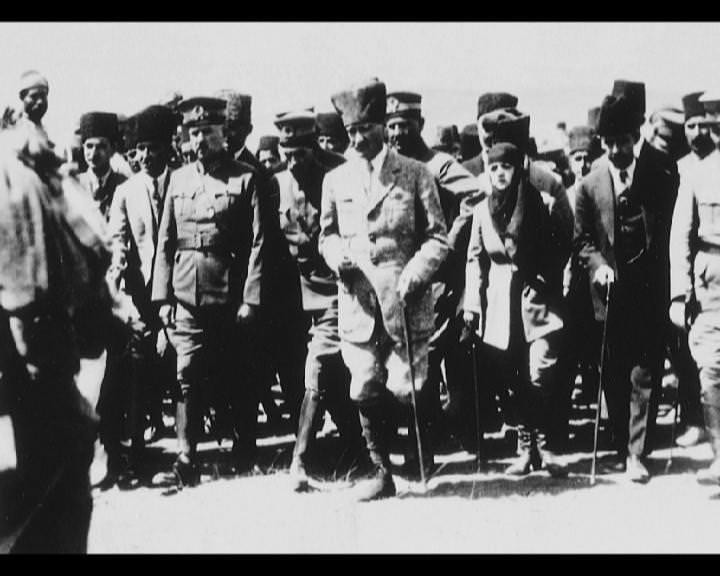 Atatürk'ün bu fotoğraflarını belkide hiç görmediniz galerisi resim 126