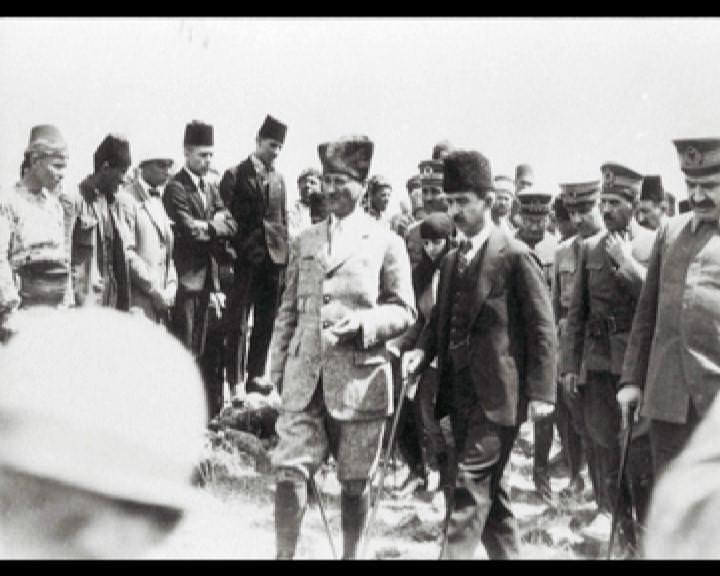 Atatürk'ün bu fotoğraflarını belkide hiç görmediniz... galerisi resim 232