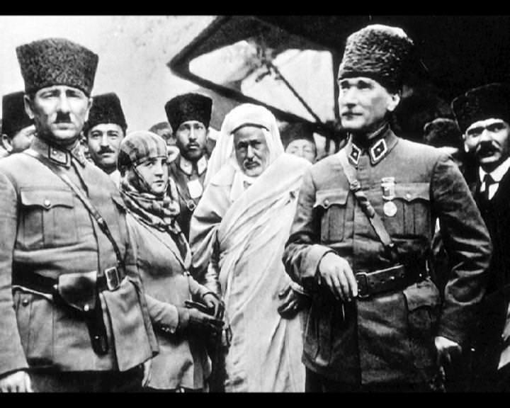 Atatürk'ün bu fotoğraflarını belkide hiç görmediniz... galerisi resim 265