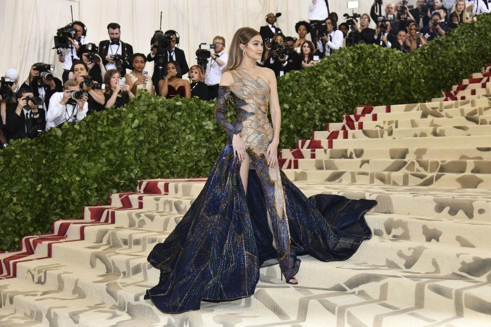 New York'ta düzenlenen Met Gala 2018'in geceye damga vuran kıyafetl galerisi resim 10