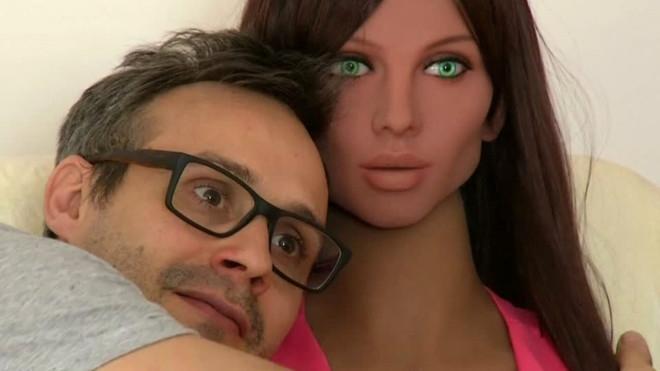"""Akıllı Cinsel İlişki Robotu Samantha, Partnerine """"Hayır"""" Diyebilecek galerisi resim 5"""