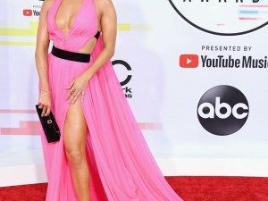 2018 Amerikan Müzik Ödülleri'nde kırmızı halı şıklığı
