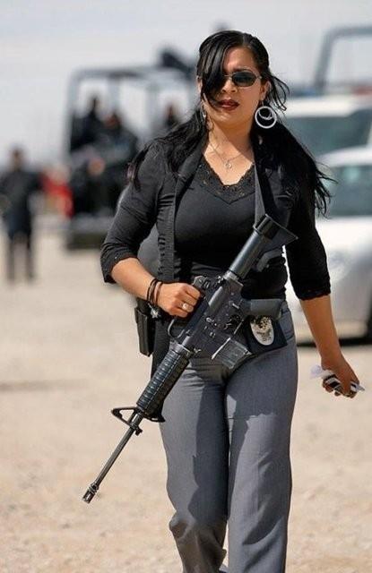 İşte dünyadan kadın polisler galerisi resim 1