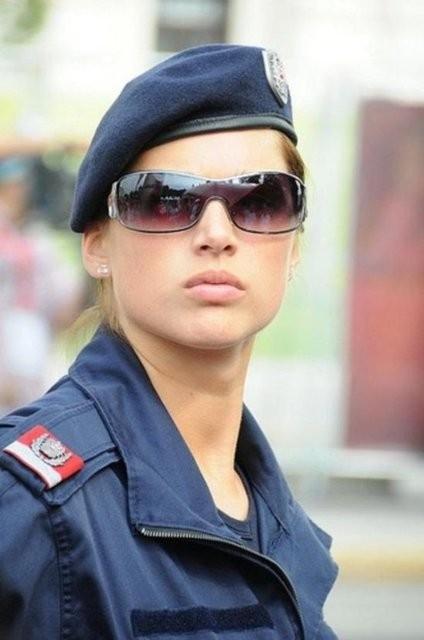 İşte dünyadan kadın polisler galerisi resim 3